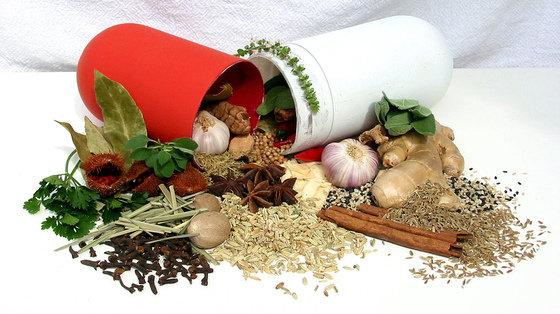 Imbir zmniejsza  stany zapalne, bóle i migreny oraz pomaga w trawieniu