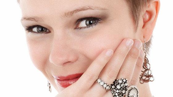Rozszerzenie drobnych naczyń krwionośnych na twarzy, czyli rumień na policzkach