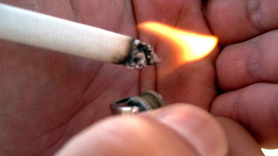 Papieros natychmiast po przebudzeniu podnosi ryzyko raka płuc i jamy ustnej
