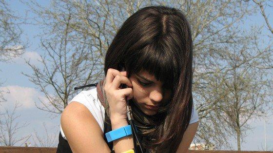 Telefon komórkowy: uspokajające badanie nad ryzykiem nowotworu mózgu