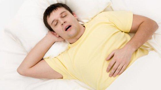 Brak snu sprzyja ubytkom tkanki mózgowej